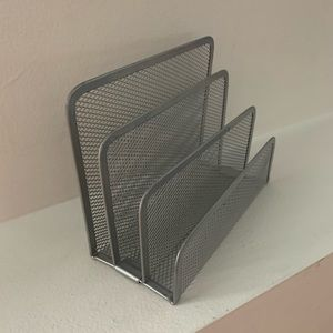Small - mail/folder divider - wire mesh - silver
